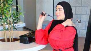 بلوجر توضح أحدث لفة للحجاب (صور)