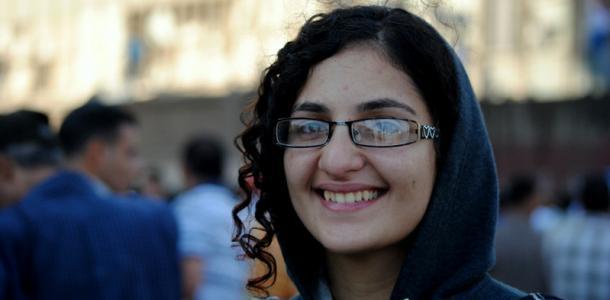"""نشطاء لـ""""منى سيف"""": سلمتوا رقابكم للإخوان ومؤامرتك انكشفت"""